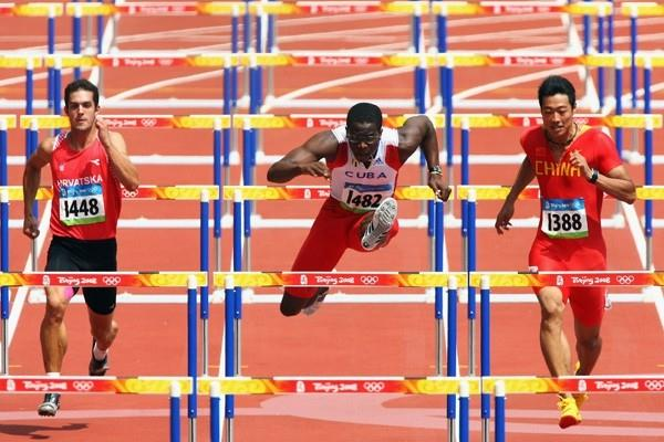 Dayron Robles cruises through his 110m hurdles heat (Getty Images)