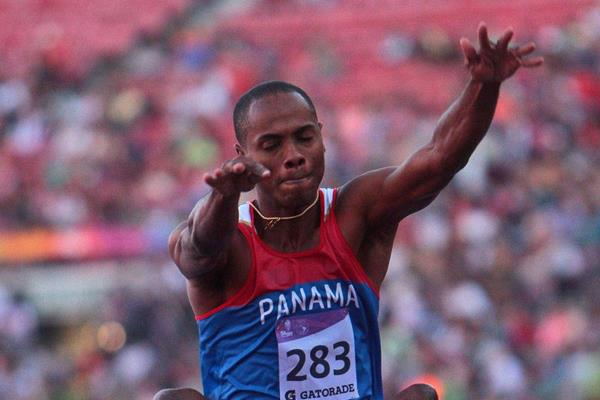 Irving Saladino at the 2014 ODESUR Games (Oscar Muñoz Badilla)
