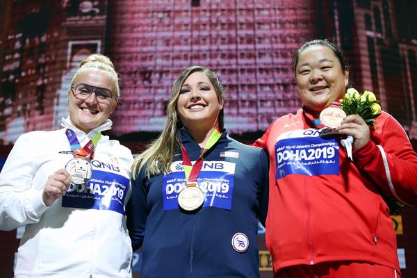 Women's hammer throw podium: silver medallist Joanna Fiodorow, champion DeAnna Price and bronze medallist Wang Zheng (Getty Images)