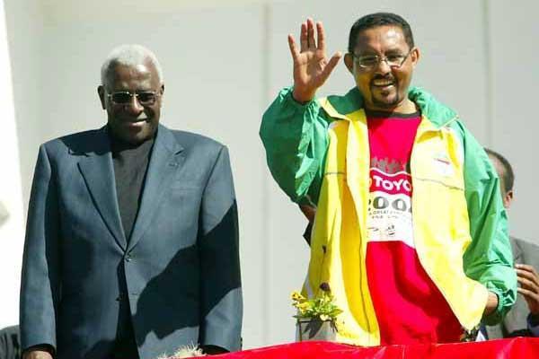 IAAF President Lamine Diack (l) and Arkebe Equbay, Addis Ababa City Mayor (r) at the 2004 Gt Ethiopian Run (Mark Shearman)