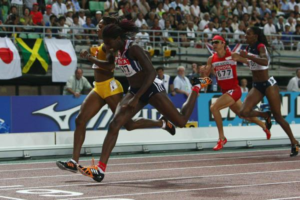 Christine Ohuruogu out-dips Novlene Williams to win the women's 400m final (Getty Images)