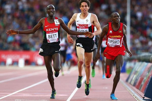 Moses Kipsiro winning the 10,000m at the 2014 Commonwealth Games (Getty Images)
