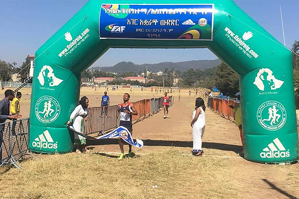Derara Hurisa Desalegn wins at the Ethiopian Clubs and Regions Cross Country (Abiy Wendifraw)