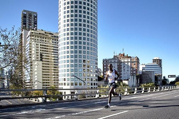 Evans Chebet on his way to winning the Buenos Aires Marathon (Organisers)