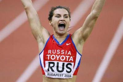 Natalya Nazarova anchors Russia's 4x400m relay team to a new World record (Getty Images)