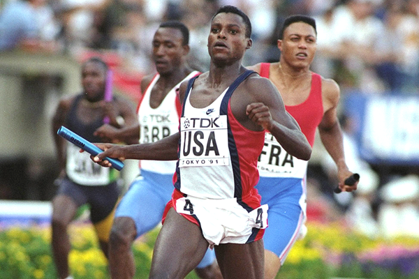 Carl Lewis in the 4x100m at the 1991 IAAF World Championships in Tokyo (Getty Images)