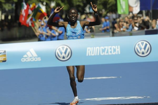 Bornes Jepkirui Kitur en route to her win at the Prague Marathon (Organisers)