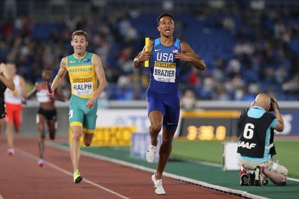 Donavan Brazier anchors USA to victory in the mixed 2x2x400m at the IAAF World Relays Yokohama 2019 (Roger Sedres)