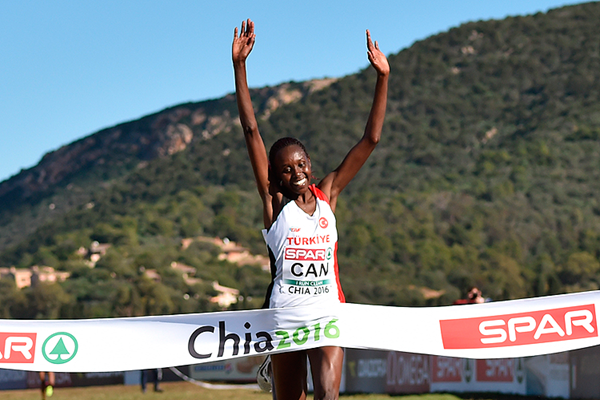 Yasemin Can wins the senior women's race at the European Cross Country Championships (Getty Images)