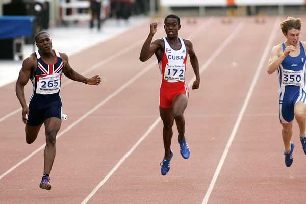 Harry Aikines-Aryeetey of GBR wins from Jorge Valcarcel of Cuba and Matteo Galvan of Italy the Boys' 200m final at the World Youth Championships (Getty Images)