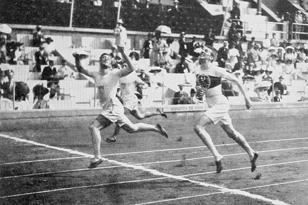 Hanns Braun (nearest to the camera) takes the silver medal in the 400m at the 1912 Olympic Games (IOC)