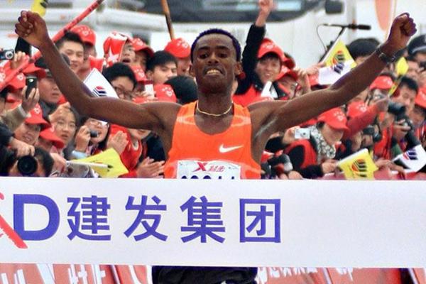 Feyisa Lilesa takes his second marathon win in as many tries, this time in Xaimen (Sasa Kralj/Jiwafoto)