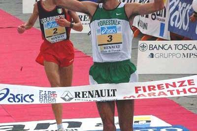 Angelo Carosi wins the 2003 Florence Marathon (Lorenzo Sampaolo)