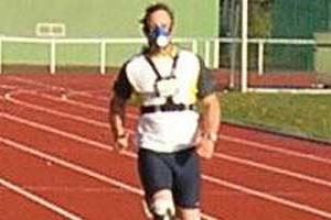 Oscar Pistorius on the outdoor track in Cologne (c)