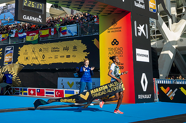 Aberu Mekuria wins the Valencia Marathon (Organisers)