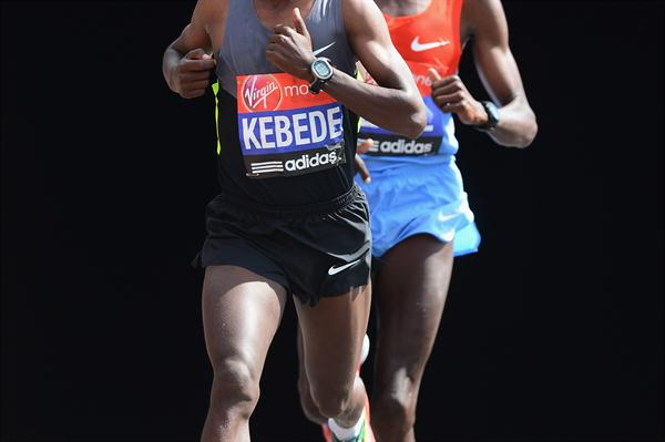 Tsegaye Kebede and Martin Lel in London. Lel outsprinted Kebede to finish second. (Getty Images)