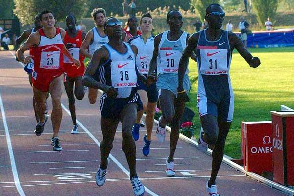 Rieti 800m - Joseph Mutua  beats Youssef Saad Kamel (Kipketer is third - in background) (Lorenzo Sampaolo)