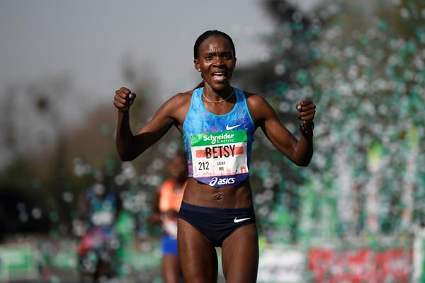 Victorious marathon debut for Betsy Saina in Paris (AFP/Getty Images)