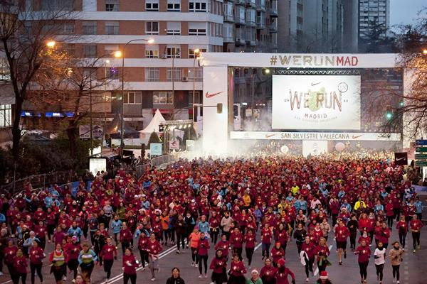 The gun goes for the mass race of the 2013 San Silvestre Vallecana in Madrid (Organisers)