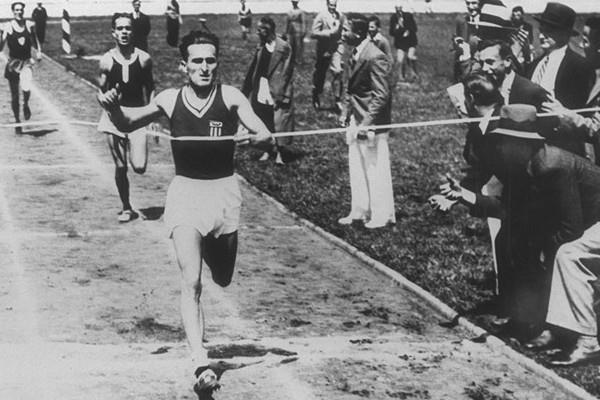 Janusz Kusocinski winning the 1932 Olympic 10,000m title (Getty Images/ IOC Olympic Museum /Allsport)