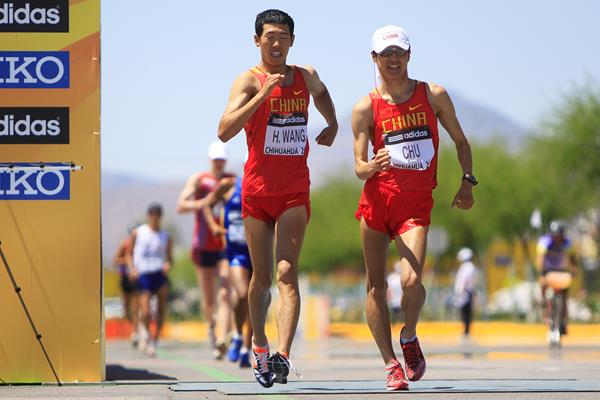 Wang Hao and Zhu Yafei in the 20km at the IAAF World Race Walking Cup Chihuahua 2010 (Getty Images)