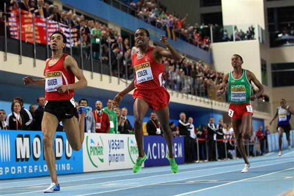 Abdalaati Iguider of Morocco (L) crosses the line to win gold ahead of Ilham Obzilen of Turkey in the Men's 1500 Metres Final - WIC Istanbul (Getty Images)
