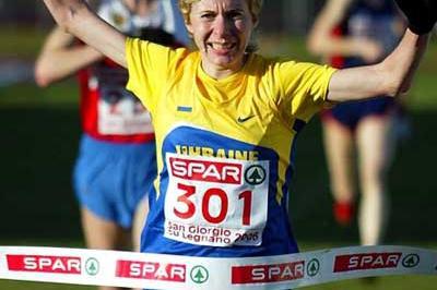 Tetyana Holovchenko of Ukraine wins the senior women's title at 2006 European XC (Mark Shearman)
