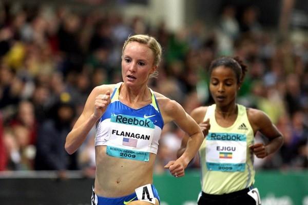 Shalane Flanagan en route to her US 5000m indoor record (Victah Sailer)