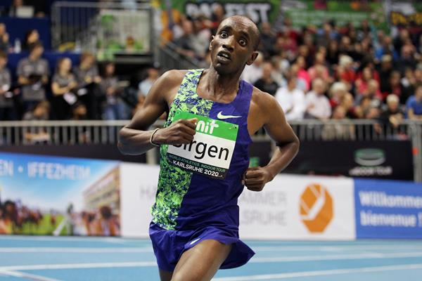 Bethwel Birgen on his way to winning the 3000m at the World Athletics Indoor Tour meeting in Karlsruhe (Jean-Pierre Durand)