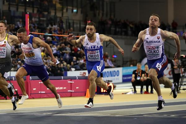 Jan Volko (r) takes the European indoor 60m title in Glasgow (Getty Images)