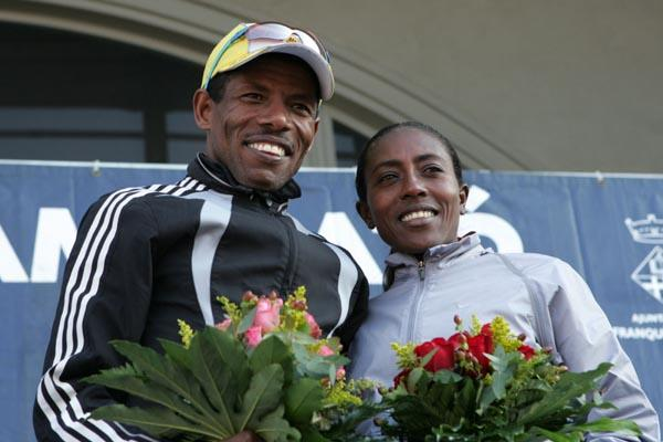 Haile Gebrselassie and Gete Wami share the podium at the 2006 Granollers Half-Marathon (Pere Cornellas)