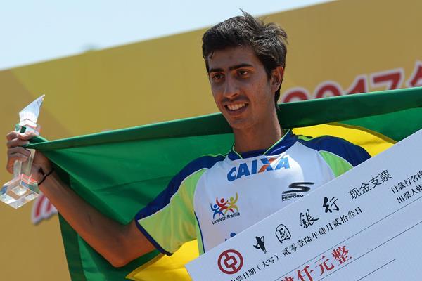 Caio Bonfim celebrates his 20km victory in Taicang (Ji Chunpeng)