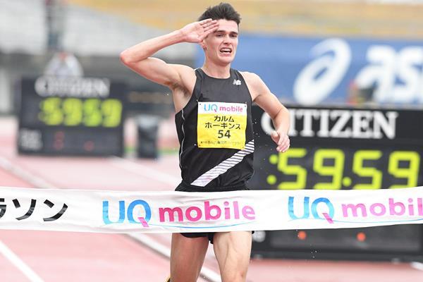 Callum Hawkins wins the Marugame Half Marathon (Getsurikui)