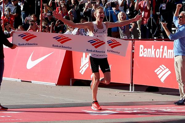 Galen Rupp wins the Chicago Marathon (Getty Images)