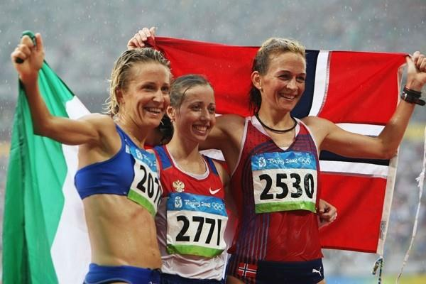 Elisa Rigaudo of Italy, Olga Kaniskina of Russia and Kjersti Tysse Platzer of Norway take the women's 20km walk medals (Getty Images)