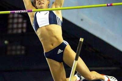 Yelena Isinbayeva (RUS) vaults clear in Glasgow (Getty Images)