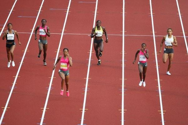 Sanya Richards strides to a world leading 49.23 to win the 400m, her fastest time in three years (Getty Images)