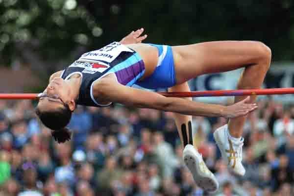 Tia Hellebaut clears 2 metres in Heusden (Nadia Verhoft)