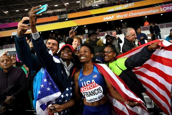 Phyllis Francis celebrates her 400m title at the IAAF World Championships London 2017 (Getty Images)
