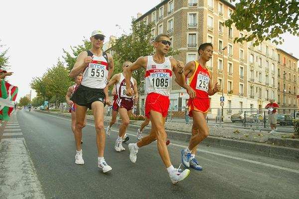 Robert Korzeniowski in the 50km race walk at the 2003 IAAF World Championships in Paris (Getty Images)