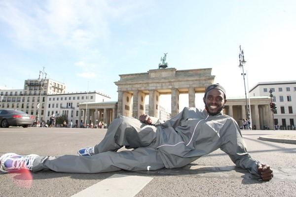 Duncan Kibet poses in front of the Brandenburg Gate ahead of the 2009 Berlin Marathon (Victah Sailer)