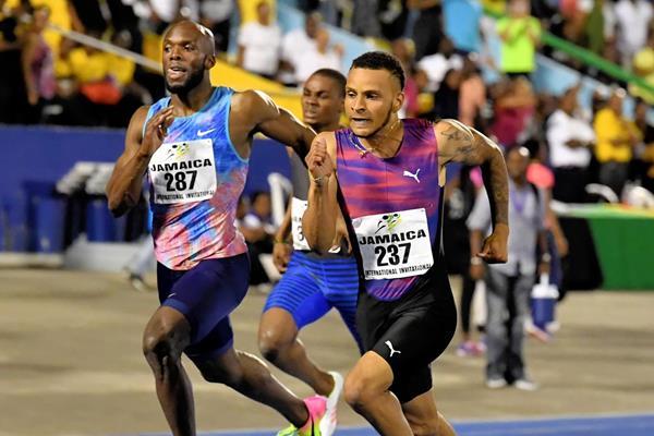 Andre de Grasse (r) winning the 200m in Kingston (Errol Anderson)