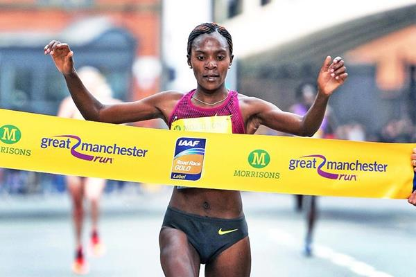 Betsy Saina wins at the 2015 Great Manchester Run (Mark Shearman)