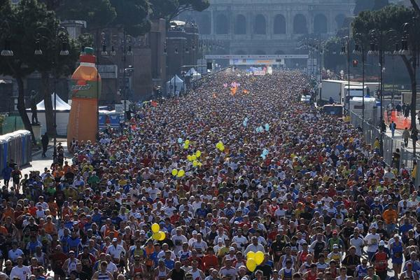 Start of the 2009 Rome Marathon near the Coliseum (Giancarlo Colombo)