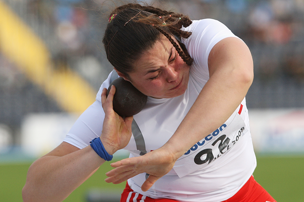 Natalia Duco of Chile on her way to victory in the shot put at the 2008 IAAF World Junior Championships (Getty Images)