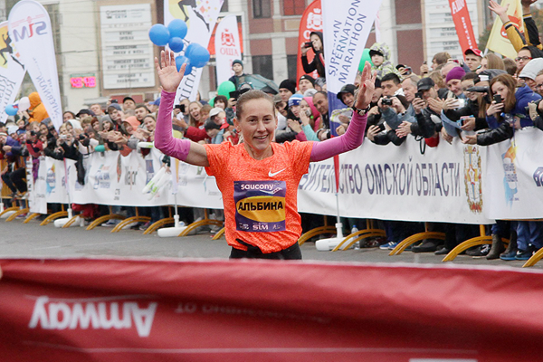 Albina Mayorova wins the Siberian International Marathon (Organisers)