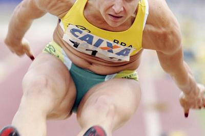 Maurren Maggi leaping 6.91 to take the South American title (Wander Roberto de Oliveira/CBAt)