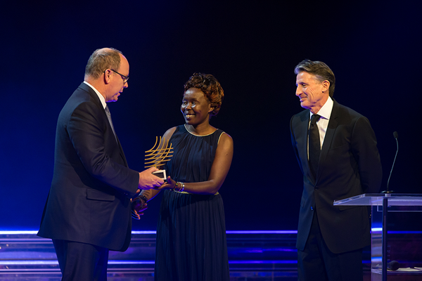 Tegla Loroupe receives the Presidents Award at the IAAF Athletics Awards 2016 (Philippe Fitte / IAAF)