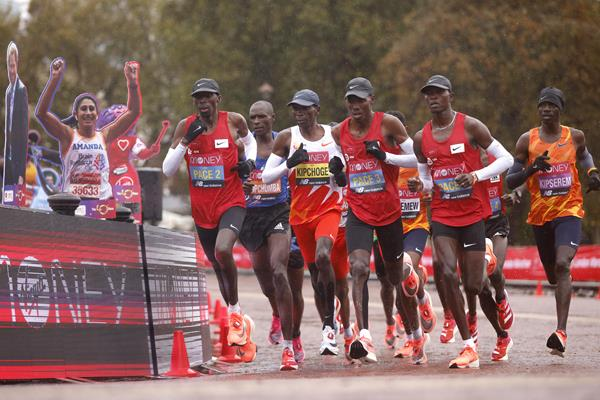 The leading group in the men's race at the London Marathon (Getty Images)
