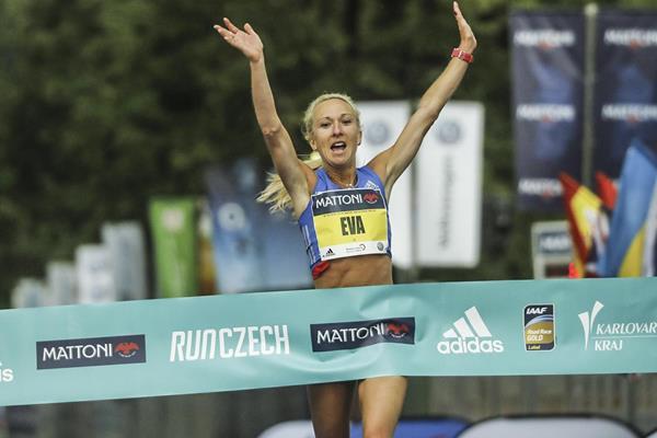 Eva Vrabcova-Nyvltova winning the Karlovy Vary Half Marathon  (Organisers)